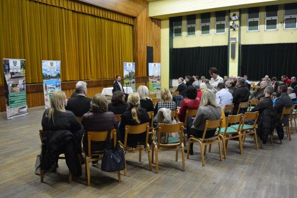 Verejná diskusia s občanmi v Dome Matice slovenskej na Nábrežnej ulici.