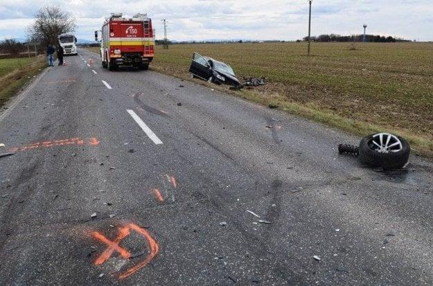 Silný náraz vodič neprežil. Zraneniam podľahol v nemocnici.