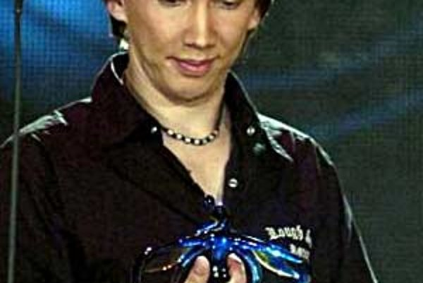 Peter Cmorik získal zlatého slávika v kategóriách objav roka a hit roka.