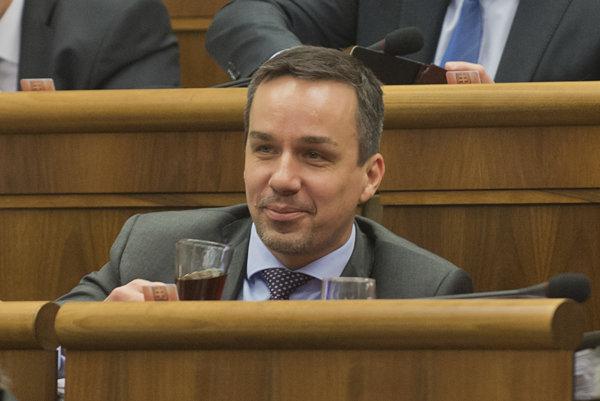 Poslanec Smeru Erik Tomáš.