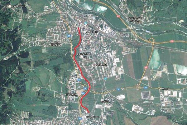 Úsek cyklotrasy je vyznačený červenou farbou.