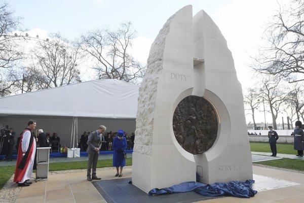 Pamätník osadili v parku Victoria Embankment Gardens neďaleko budovy parlamentu v Londýne.