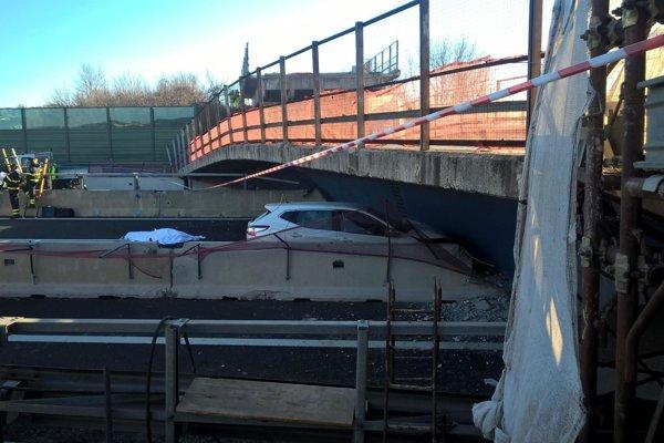 Most bol provizórnou náhradou nadjazdu.