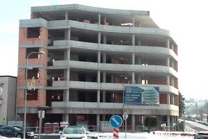 Rozostavaná budova má nového majiteľa.