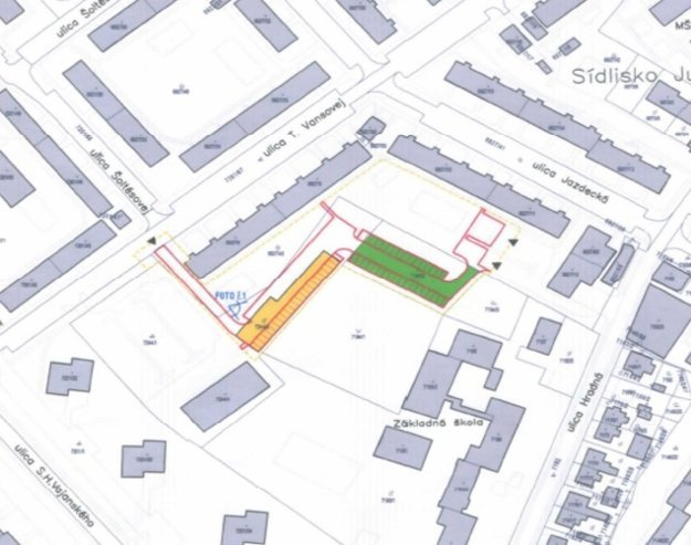 Priestor, kde sa budú budovať garáže anové parkovacie miesta.