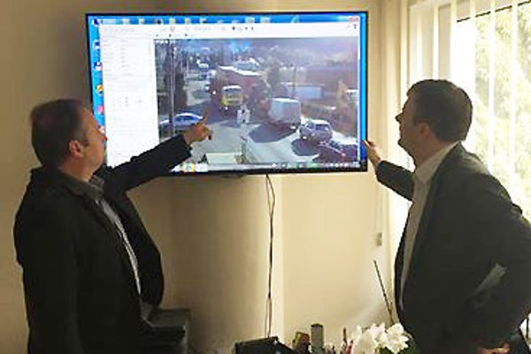 Kamery ukazujú, ako vodiči dodržiavajú, prípadne nedodržiavajú odstupy medzi autami.