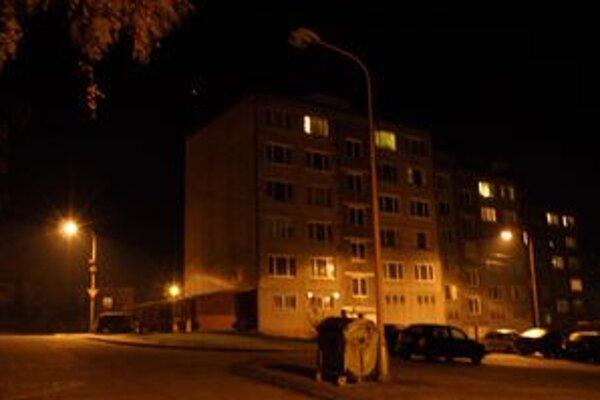 Mesto šetrí aj na pouličnom osvetlení.