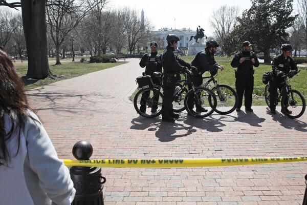 Votrelca zadržali dvaja príslušníci Tajnej služby Spojených štátov.