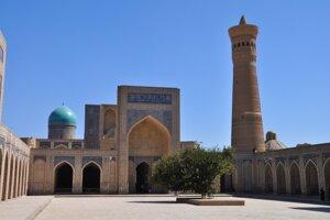 Na nádvorí mešity Kalon.