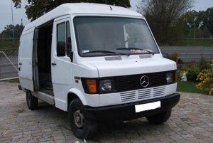 Auto značky Mercedes Benz 208 D použila SIS podľa výsledkov vyšetrovania na sledovanie Kováča mladšieho.