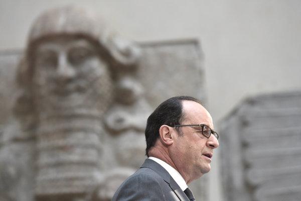 Hollande vystúpil na konferencii v múzeu Louvre.