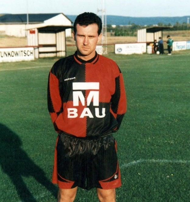 V rakúskom regionálnom futbale sa mu darilo. Päťkrát sa stal najlepším strelcom súťaže.