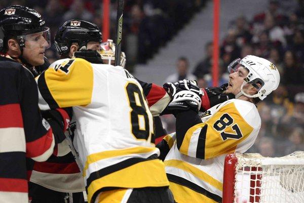 Crosbyho si podali hráči Senators.