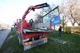 V Bratislave odstraňujú nelegálne bilbordy