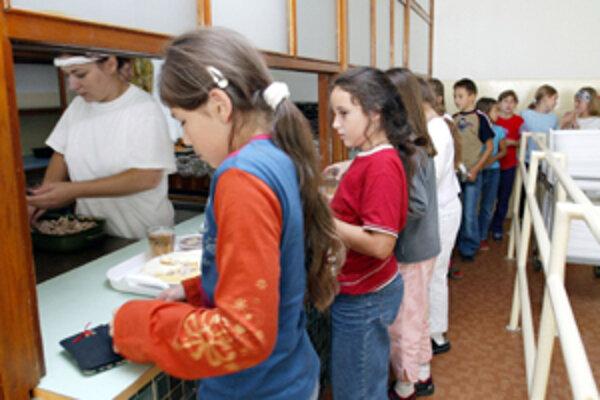 Školy chcú ponúknuť žiakom viac ovocia a zeleniny.