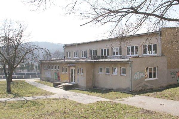 Školská telocvičňa v Tlmačoch.