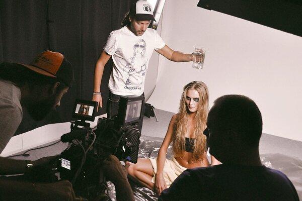 Viktor Cicko zo spoločnosti POP Studio a Braňo Vincze nakrúcajú videoklip pre Janu Kirschner k piesni Duch mesta.
