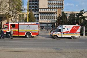 Prví prišli hasiči a záchranka.