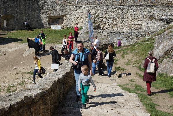Pekné počasie prilákalo množstvo návštevníkov.