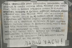 """""""Davaj časy"""" (Daj hodinky). Plagát vo výklade ironizujúci ZSSR a kradnúcich sovietskych vojakov. Bratislava."""