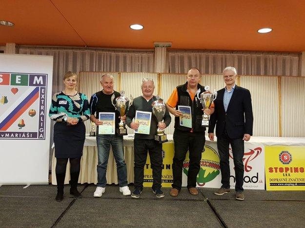 Vladimír Šimalčik (v strede) turnaj vyhral.