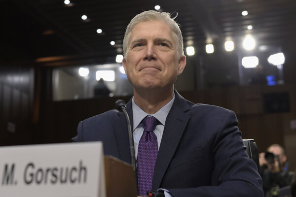 Americký Senát potvrdil Neila Gorsucha na post sudcu Najvyššieho súdu.