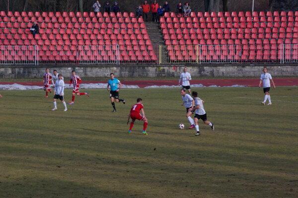 Foto z domáceho zápasu Dukly proti Svätému Juru.