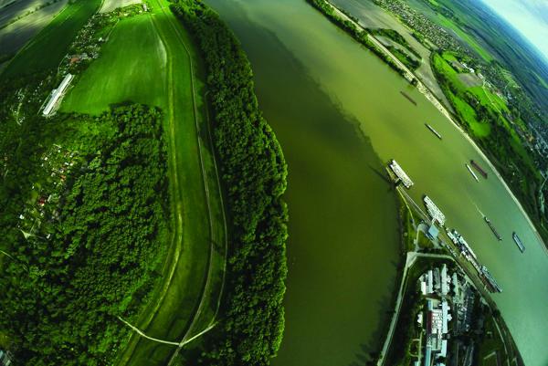 Sútok Dunaja a Váhu