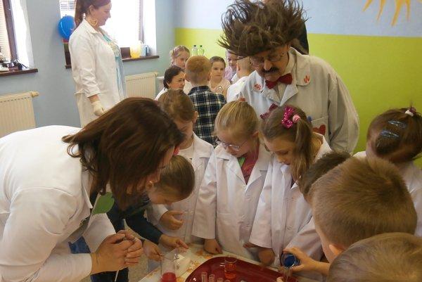 Majster N s deťmi.