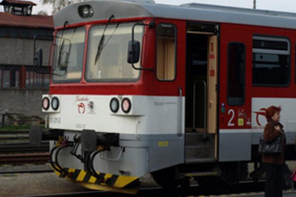 Kristínka. Takéto meno, dokonca napísané aj pod predným oknom, má tento vlak.