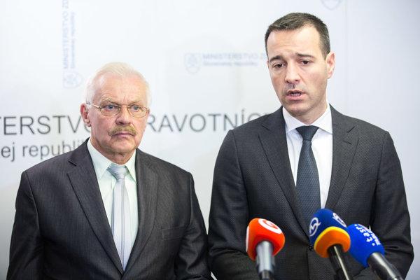 Miroslav Kollár z iniciatívy Hore rampy bez platenia a minister zdravotníctva Tomáš Drucker sa k parkovaniu naposledy stretli v polovici apríla.