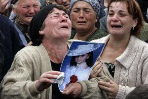 V beslanskej škole zomreli desiatky detí.