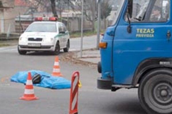 Štyridsaťročná Eva  našla smrť na frekventovanej prievidzskej križovatke. Nevšimla si červené svetlo, ktoré malo zabrániť vstupu na vozovku?
