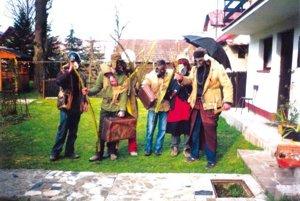 Po Starej Bystrici chodievajú na Veľkonočný pondelok opice.