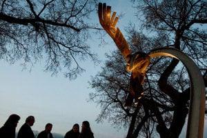 Spomienka na zavraždeného študenta Daniela Tupého pri pamätníku na nábreží Dunaja v Bratislave.