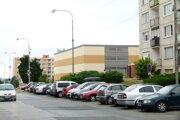 Sídlisko Vinohrady patrí k tým lokalitám v Leviciach, kde v podvečerných hodinách miesto na parkovanie nenájdete.