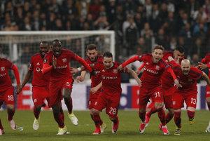 Olympique Lyon zvíťazil nad Besiktasom Istanbul v penaltovom rozstrele a postúpil do semifinále Európskej logy.