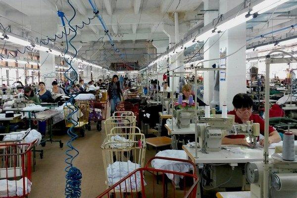 Moldavčanky sú rady, že na Západe nakupujeme oblečenie vo veľkom. Živí ich to, hoci v mnohých prípadoch pracujú v nedôstojných podmienkach.