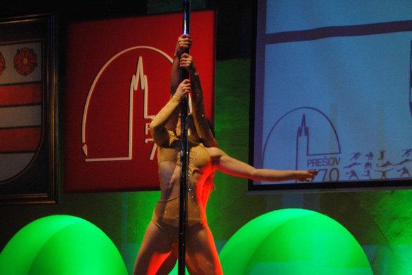 Pole dance.