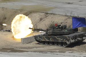 Preteky v zbrojení? KĽDR sa vyhráža útokmi, Trump presúva armádu