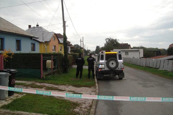 Župčany. Polícia po vražde vykonala aj domovú prehliadku.