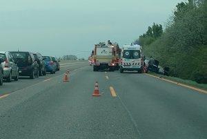 Diaľnica je pre nehodu  uzavretá.