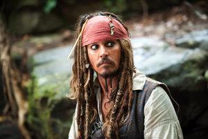 Johnny Depp ako Jack Sparrow v Pirátoch z Karibiku.