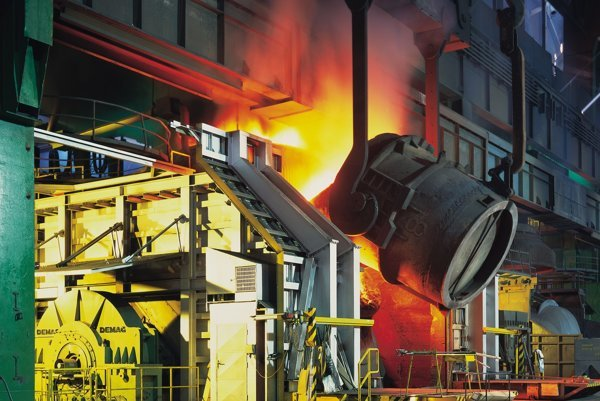 Výroba ocele v U. S. Steel Košice.