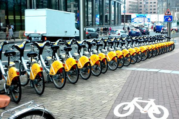 Bike sharing je už rozšírený vo väčšine svetových miest.