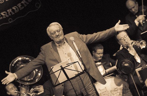 Milan Lasica - humorista, dramatik, herec, spisovateľ, textár, režisér, moderátor a spevák.