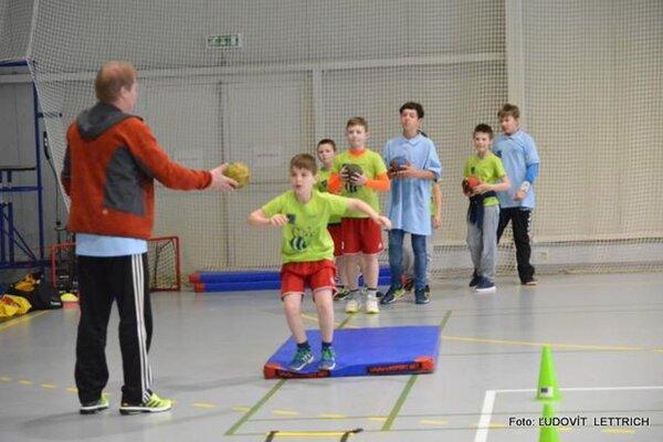 Pohybová príprava má pomôcť deťom získať vzťah kšportu.