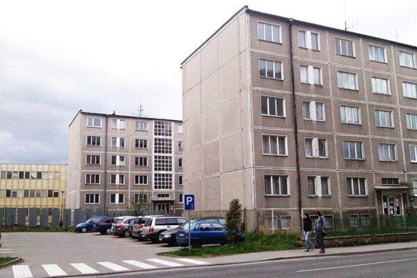 Školské budovy v centre Liptovského Mikuláša.