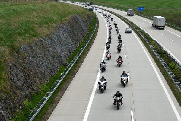 Ruskí motorkári z klubu Noční vlci.