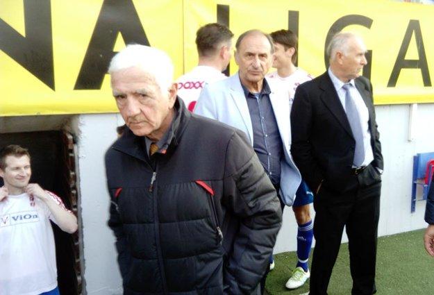Na snímke trénerský triumvirát - Ján Rosinský, Rastislav Vincúr a Jaroslav Solčiansky. Celkom vľavo Peter Kuračka.